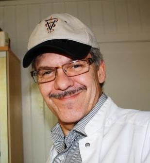 Per Nyvang Mariussen har stået i spidsen for dyrehospitalet siden 1999, og har altid anbefalet sygeforsikring til klienter fra Vejle, Kolding, Fredericia, Hedensted og Horsens.